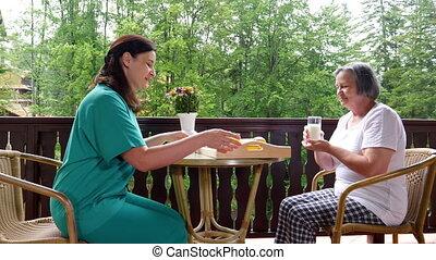 servir, patient, ouvrier, personnes agées, santé, repas, soin