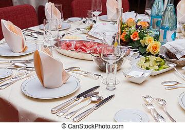 servito, tavola, in, uno, tedesco, ristorante