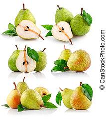set fresh pear fruits with green leaf