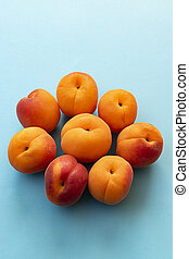 Set of apricots placed in the shape of a flower, freshly picked from the tree.
