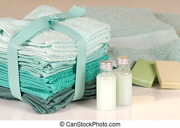 Set of green towels, soap and shampoo - Towels in shades of...