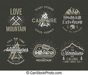 set, van, berg, en, scouting, badges., beklimming, etiketten, bergen, expeditie, emblems, ouderwetse , wandelende, silhouettes, logos, en, ontwerp, elements., vector, retro, letterpress, stijl, vrijstaand