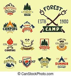 set, van, ouderwetse , hout, kamp, kentekens, en, reizen, logo, hand, getrokken, emblems, natuur, bergkamp, buiten, vector, illustration.
