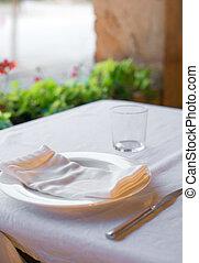 setout, tavola, con, tableware, in, moderno, restaurant.