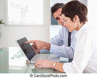 seu, apontar,  laptop, algo, secretária, homem