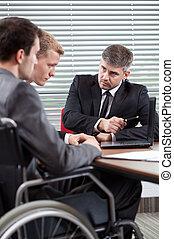 seu, colega trabalho, saliência, incapacitado, falando, homem