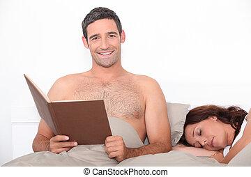 seu, dorme, cama, sócio, leitura, homem
