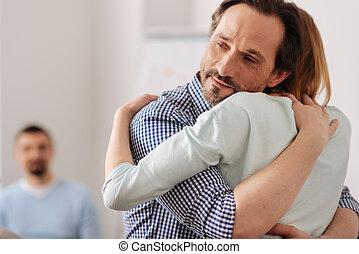seu, encantado, abraçar, retrato, amigo, homem