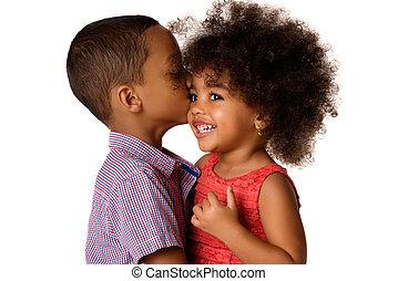 seu, irmão, irmã, africano-americano, dois, isolado, alegre, irmãs, beijando