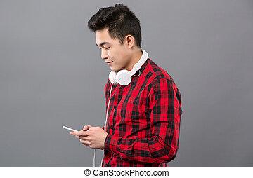 seu, jovem, smartphone, usando, esperto, homem