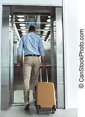 seu, manliness, elevador, bagagem, carregar, sujeito