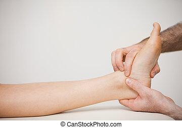 seu, paciente, doutor, colocar, dedos, pé
