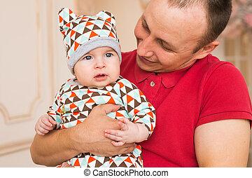 seu, pai, filho, recem nascido, prendendo bebê