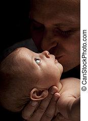seu, pai, jovem, recem nascido, raça misturada, prendendo bebê