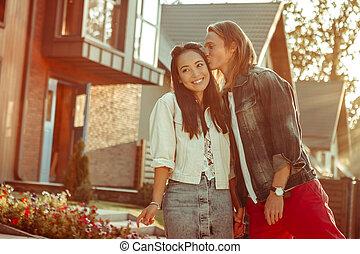 seu, sendo, suavemente, agradável, enquanto, ela, namorada, beijando, homem, excitado, amando