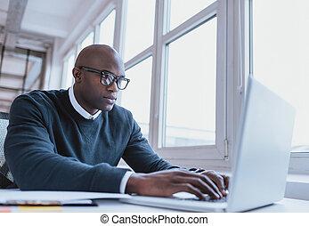 seu, trabalhando, laptop, americano, africano, homem...