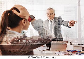 severo, professionale, capo, allontanamento, uno, femmina, impiegato