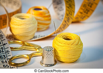 Sewing kit, yellow