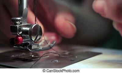 sewing machine thread a needle thre