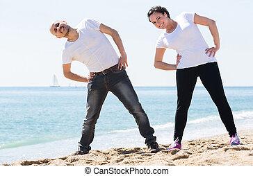 s'exercer homme, femme, ensemble, plage