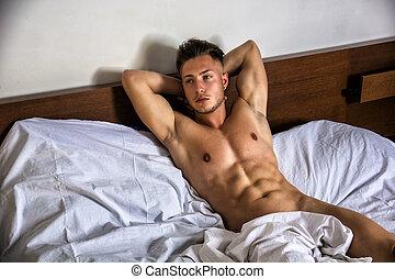 Sexet nøgen ung