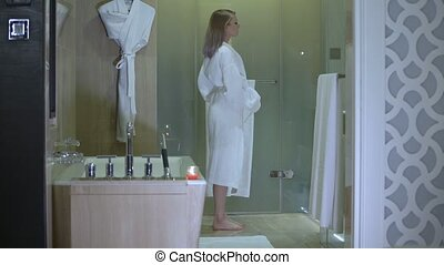 som kommer fra ananas nøgne kvinder i brusebad