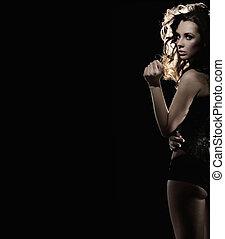 sexig, brunett, på, svart fond, lott, av, copyspace