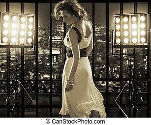 sexig, kvinna, över, staden, bakgrund