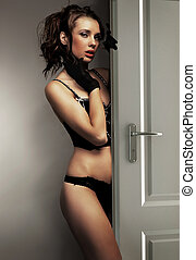 sexig, kvinna, in, svart, damunderkläder