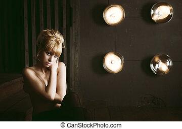 Sexig ung naken kvinna