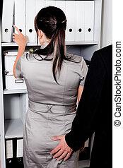 sexuelle belästigung, am arbeitsplatz, in, büro