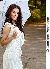 sexy, élégant, jeune femme, à, parapluie