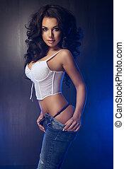 sexy, attraktive, brünett, frau, posierend, in, studio