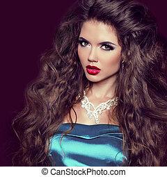 sexy, belleza, niña, con, rojo, lips., marca, arriba., lujo, mujer, con, jewelry., moda, morena, retrato, aislado, en, oscuridad, fondo.