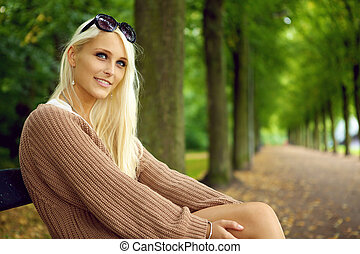 sexy, blond, aufmerksam, dame, junger