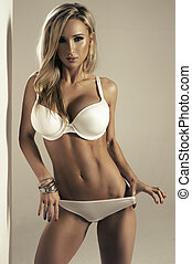 sexy, blond, frau, in, weißes, damenunterwäsche