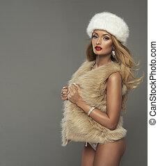 sexy, blond, frau, mit, rote lippen, tragen, pelz