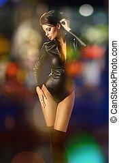 sexy, brünett, frau, in, leder, schwarze kleidung, aus, abstrakt, hintergrund