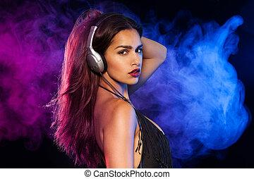 sexy, brunette, musique écouter