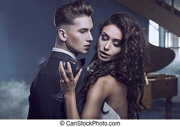 sexy, couple étreindre