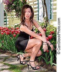 sexy, dame, vor, tulpen