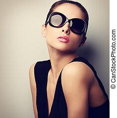 sexy, doskonały, samica, wzór, przedstawianie, w, fason, słońce, glasses., rocznik wina, closeup, portret