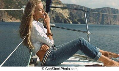 sexy, dziewczyna, dymy, na, przedimek określony przed rzeczownikami, jacht