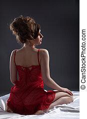 sexy, femme, dans, rouges, portrait, blanc, soie, lit