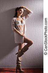 sexy, frau, in, weißes, damenunterwäsche