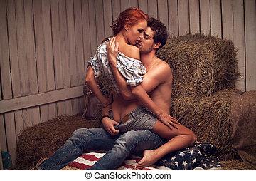 sexy, homme, baisers, beau, woman., séance, dans, hayloft