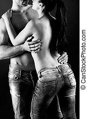 sexy, jeune couple, à, blue-jeans, debout, ensemble