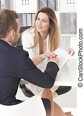 sexy, kobieta, dotykanie, jej, co-worker's, ręka