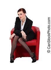 sexy, kobieta interesu, posiedzenie w krześle