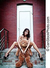 sexy, kobieta, niedźwiedź, jej, teddy